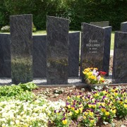 Pflegeleichte Grabstellen, Grabstelle inklusive Grabstein und Grabpflege